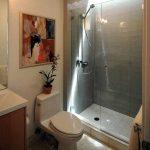 Kaca tempered kamar mandi
