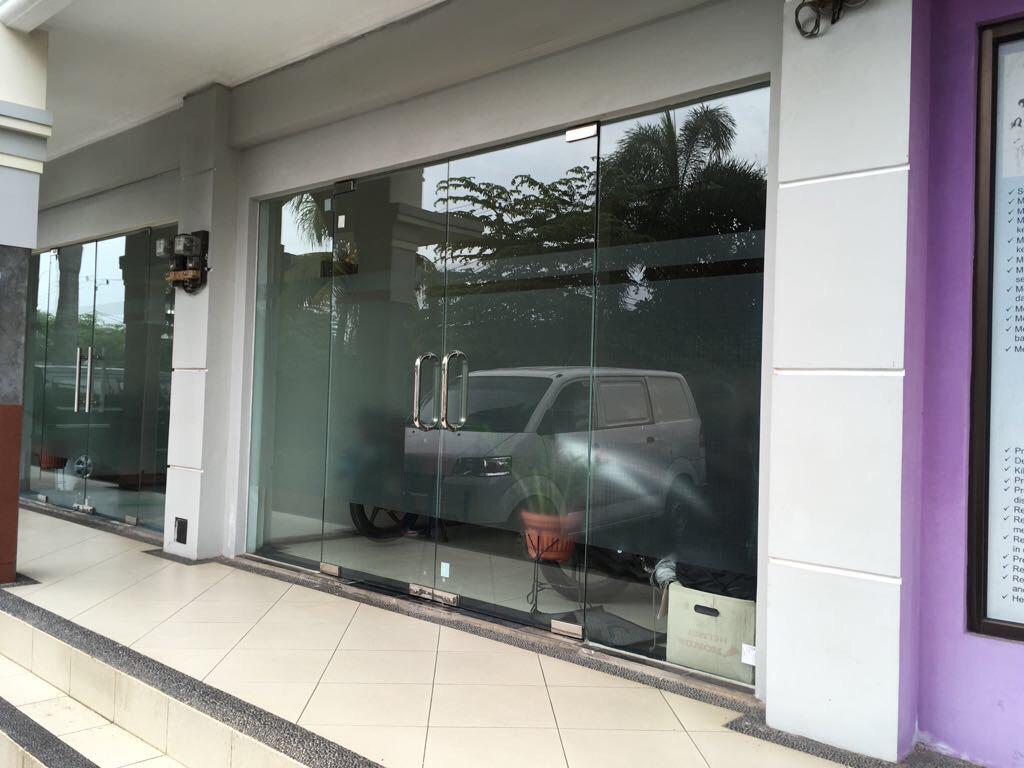 pintu kaca fitting