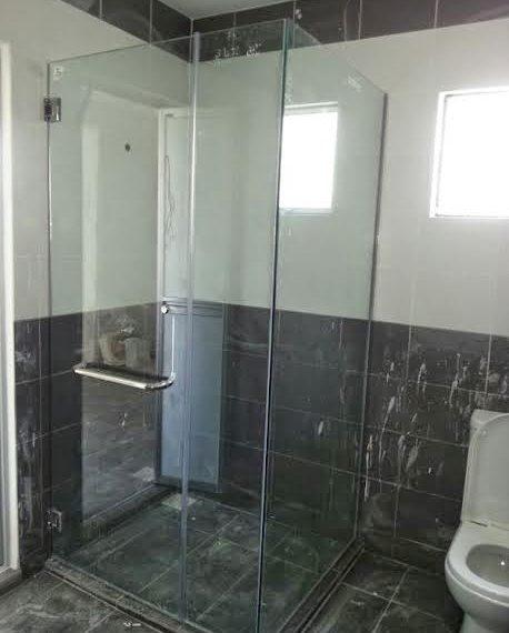 Pintu kaca tempered kamar mandi