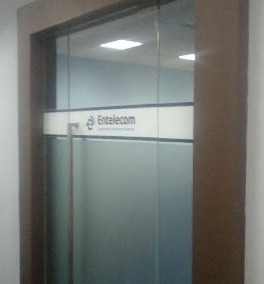 Pintu Kaca tempered dengan Gawangan